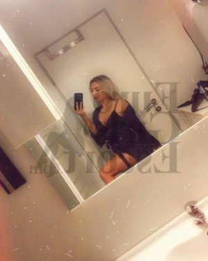 Giulia escort girl in Huntersville